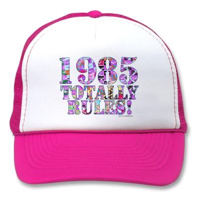 Basé sur les nombres, il suffit d'ajouter 1 au précédent. - Page 5 1985_totally_rules_hat-p148837851381880101u2x9_400